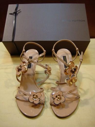 LV-漆皮朵中跟涼鞋-82368338