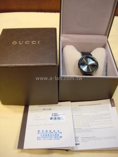 GUCCI 黑皮雙G石英錶-84072068