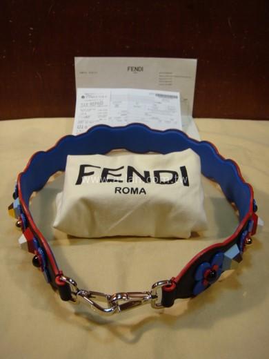 FENDI 方塊雙勾肩背帶-84582588