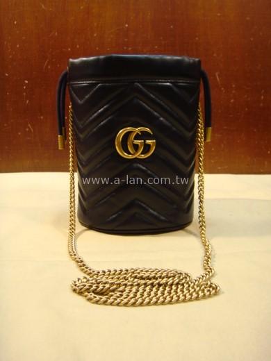 GUCCI GG Marmont 黑 V 絎縫皮革迷你水桶包-84943068