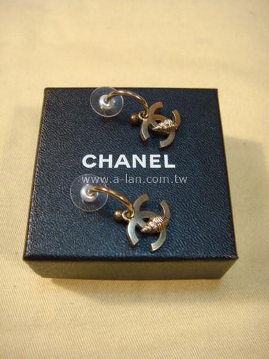 CHANEL 雙C勾環貝殼耳環-85382708